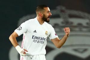 Benzema celebra un gol en el estadio Alfredo Di Stefano en un partido de la Champions