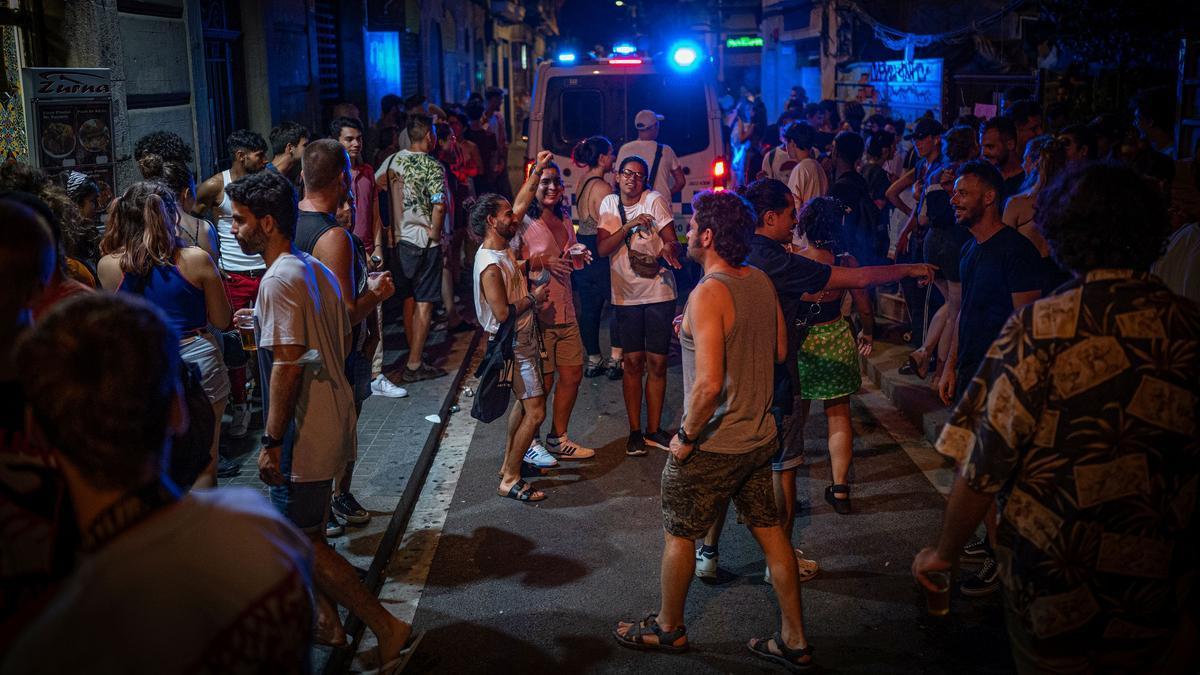 Ambiente nocturno durante las fiestas de Gràcia.