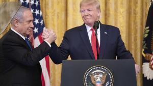 El primer ministro israelí, Binyamin Netanyahu (izquierda) y el presidente de EEUU, Donald Trump, este martes, durante la presentación del acuerdo para Oriente Próximo.