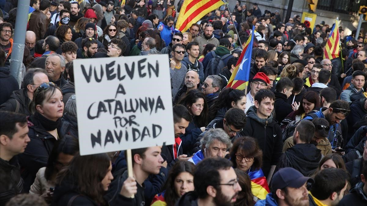 Los manifestantes a la altura de Via Laietana.