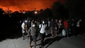 Un incendi arrasa el camp de refugiats de Mória a l'illa grega de Lesbos