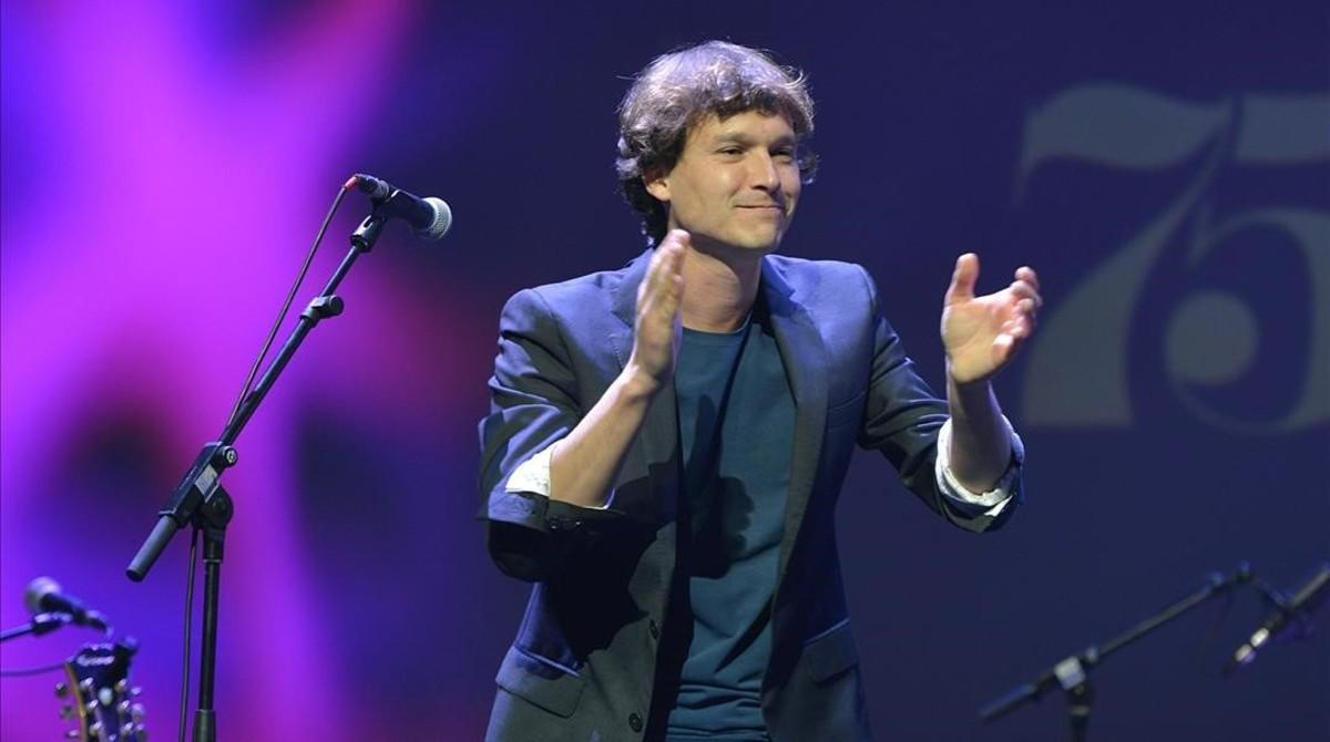 Ramon Mirabet, animando al público durante la gala.