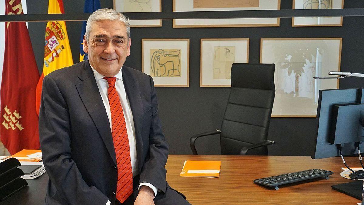 Un trànsfuga de Cs a Múrcia dimiteix com a conseller per aconseguir el control del grup parlamentari