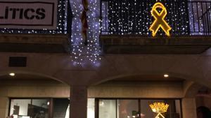 El Ayuntamiento de Calella, investigado por un lazo amarillo luminoso