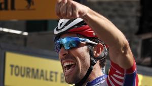 Thibaut Pinot celebra la victoria en el Tourmalet.