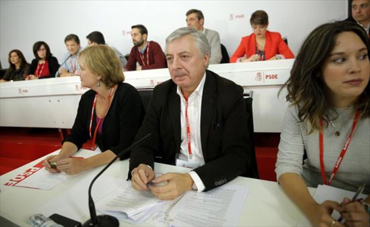 Carmen Madrid, Pepe Blanco -nuevo presidente de la Mesa del Comité Federal- y Mariola López.