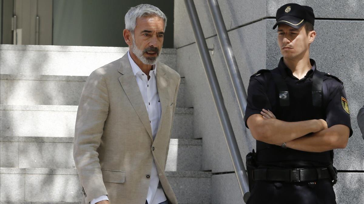 Imanol Arias sale de la Audiencia Nacional tras declarar ante el juez, el 28 de junio del 2016.