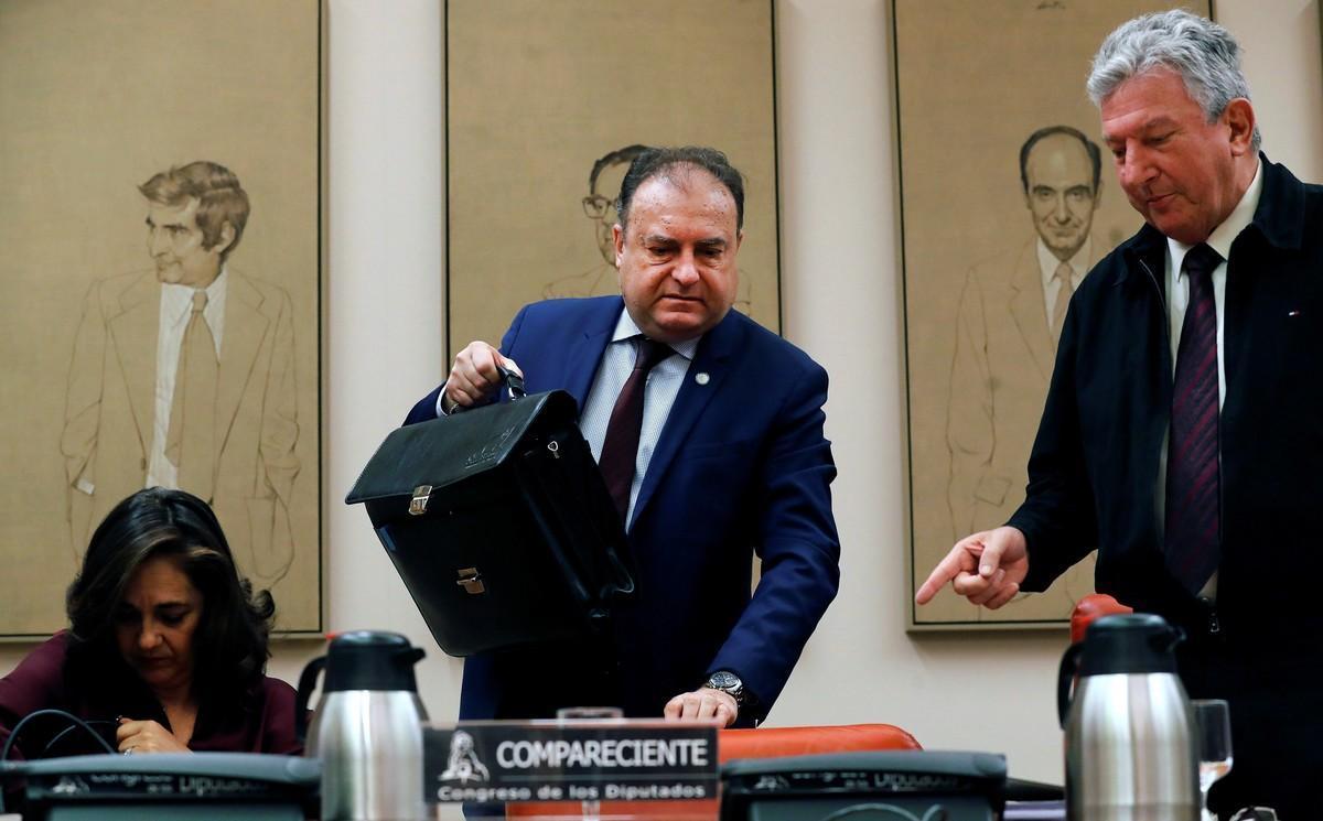 El comisario Jose Luis Olivera, quien fuera maximo responsable de la UDEF cuando se destapó la 'trama Gürtel', durante sucomparecencia en la comision de investigacion sobre la presunta financiacion ilegal del PP.