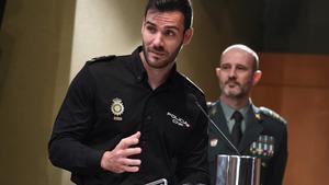 El Policía Nacional Saúl Craviotto durante su ponencia en la campaña informativa para los ciudadanos con consejos de autoprotección ante atentados terroristas.