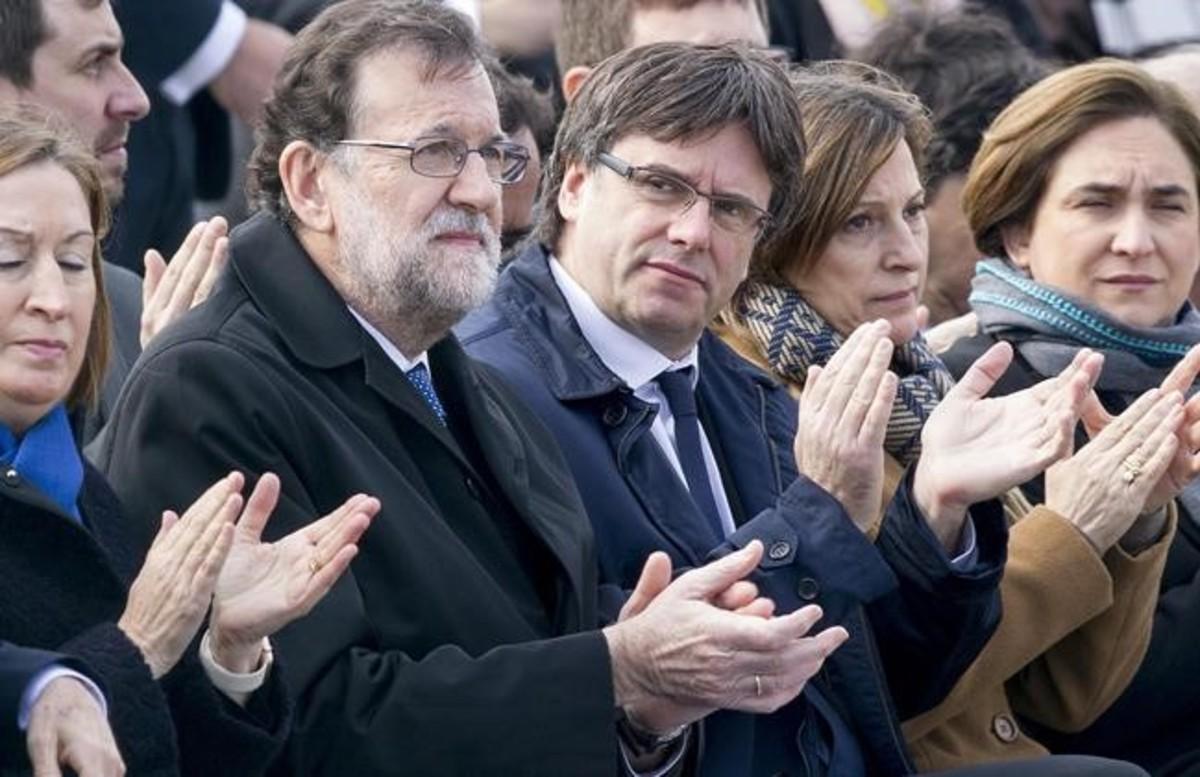 Mariano Rajoy y Carles Puigdemont, en el acto de homenaje de las víctimas de Germanwings, el pasado 23 de marzo.