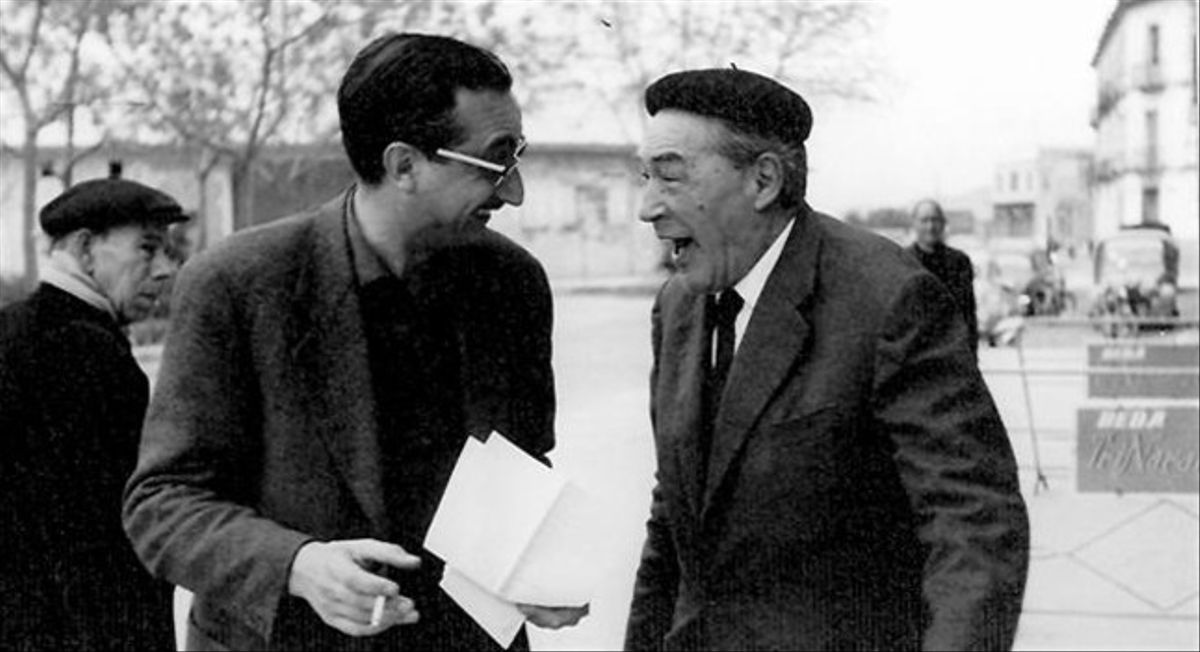 Joan Fuster, a la izquierda, junto con su amigo Josep Pla, en Sueca, en noviembre de 1964.