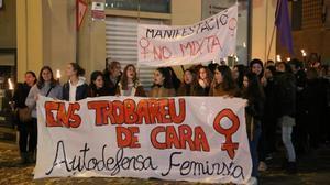Manifestació a Manresa «no mixta» contra les violacions