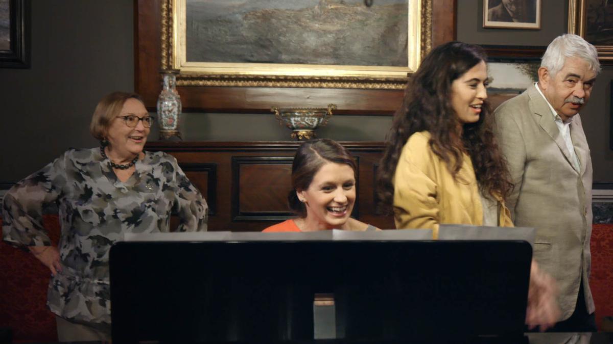 Diana Garrigosa, Lluna Pindado, Sílvia Pérez Cruz y Pasqual Maragall, en la escena final de la película.