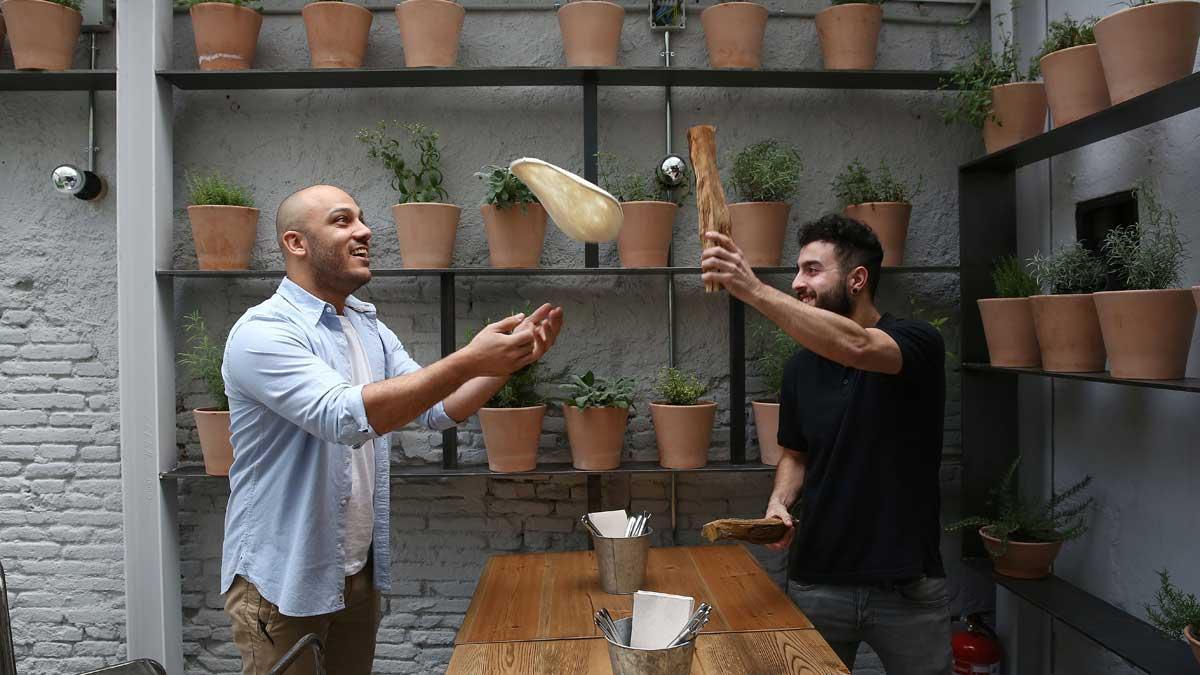 Rafa Panatieri, Jorge Sastre y una masa volante, y vídeo de cómo preparar la pizza de calabaza.