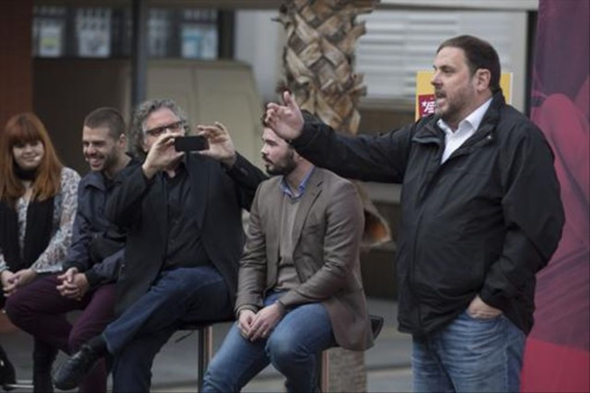 Joan Tardà, Gabriel Rufián y Oriol Junqueras, durante un mitin de ERC en Sant Adrià de Besòs.