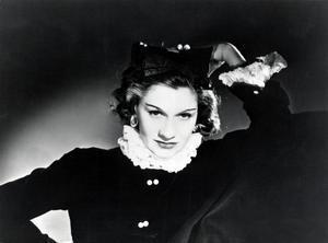 Fotografía de la diseñadora Coco Chanel en el año 1935.