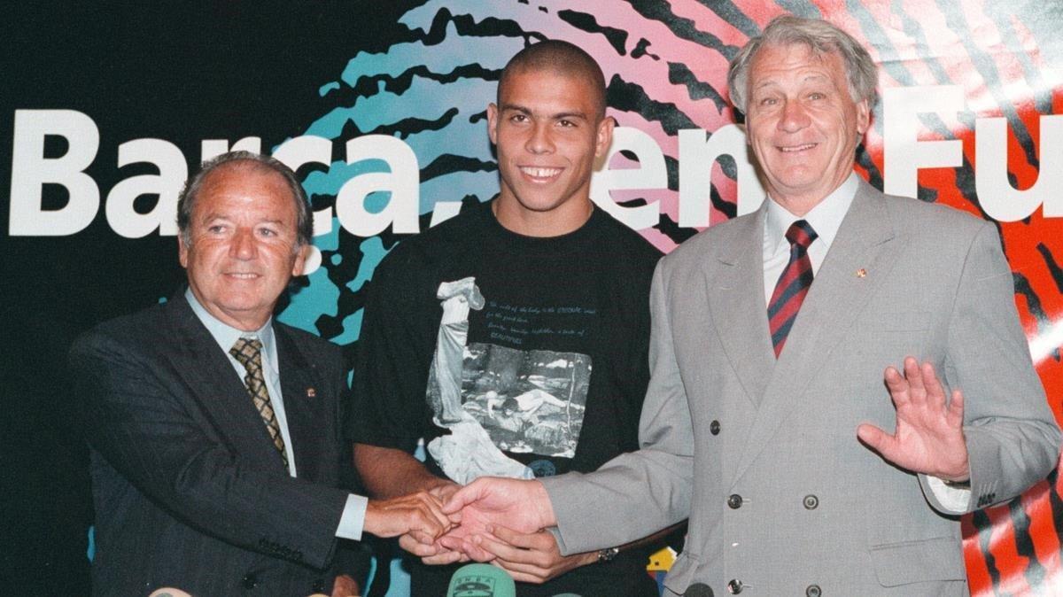 En la presentación de Ronaldo, junto a Bobby Robson, el 19 de agosto de 1996.