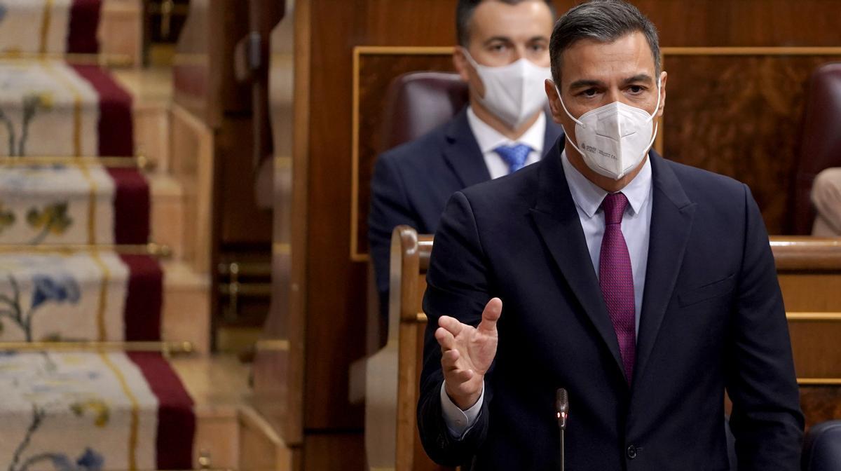 Sánchez enarbora la seva guerra contra les elèctriques i obvia les pulles per la taula de diàleg