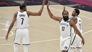 Els Cavaliers amarguen el debut del 'Big Three' amb els Nets