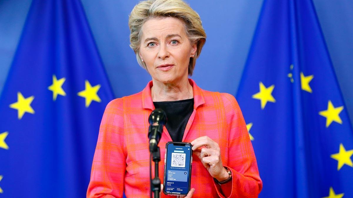 Von der Leyen estrena el pasaporte covid para viajar a España y Portugal.