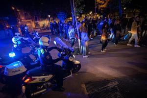 La Guardia Urbana desaloja a unas 500 personas en el Paseo del Born