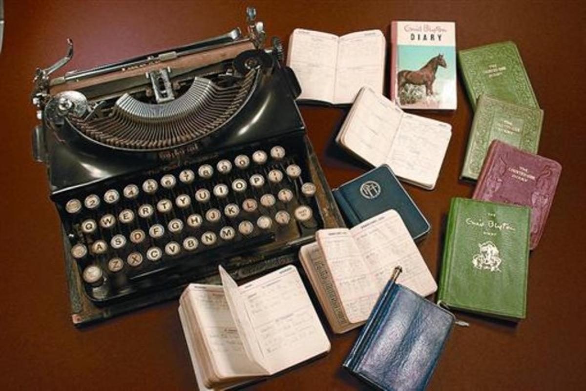 La máquina de escribir y los dietarios de la autora que se exhiben en Seven Stories.