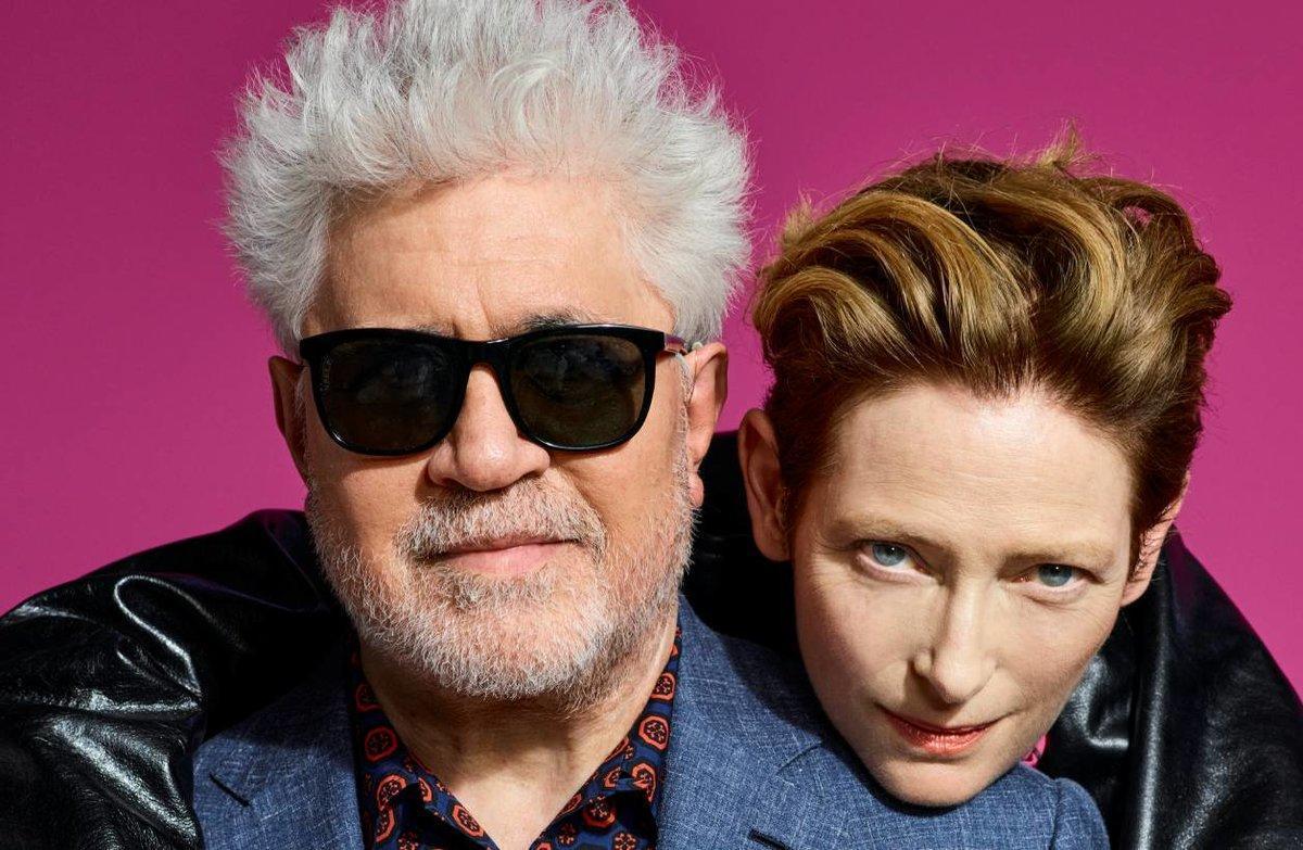 Pedro Almodóvar y Tilda Swinton, en una imagen promocional del cortometraje 'La voz humana'.