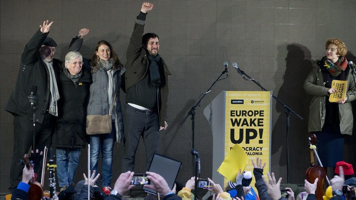 Los 'exconsellers' Lluís Puig, Clara Ponsatí (ahora en Escocia), Meritxell Serret y Toni Comín, el pasado diciembre, en Bruselas.