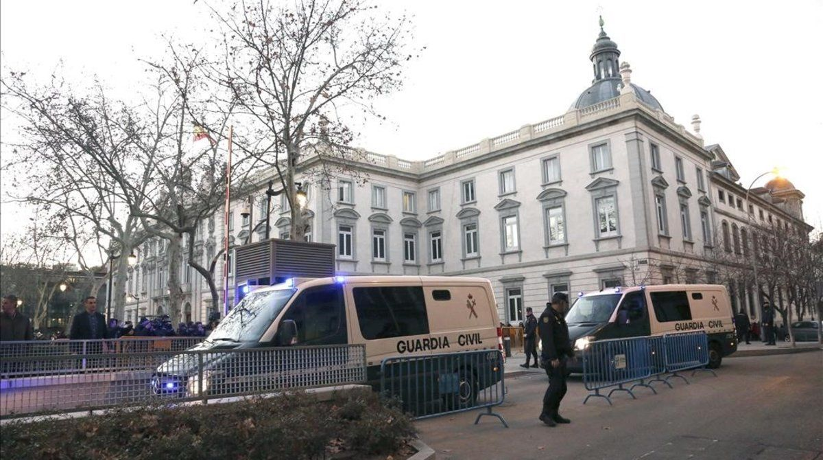 Los presos de la cárcel de Soto del Real llegan a la Audiencia Nacional.