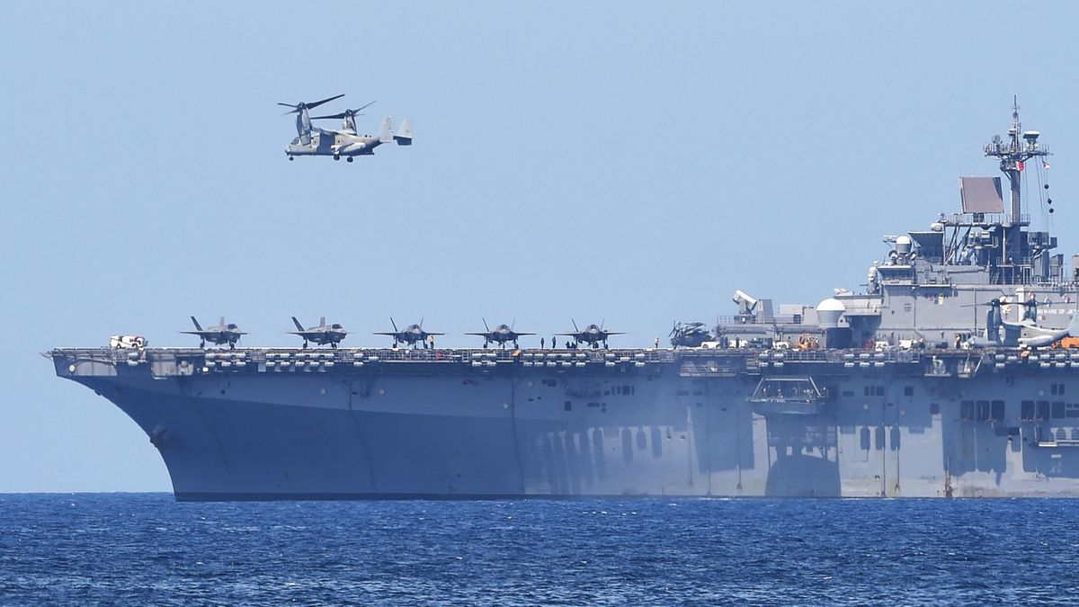 A US V-22 Osprey takes off from the USS Wasp, US Navy multipurpose amphibious assault ship, during the amphibious landing exercises as part of the annual joint US-Philippines military exercise on the shores of San Antonio town, facing the South China sea, Zambales province on April 11, 2019. (Photo by TED ALJIBE / AFP)