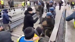 Un any de presó per a l'exboxejador que va pegar a la policia en una protesta d''armilles grogues'