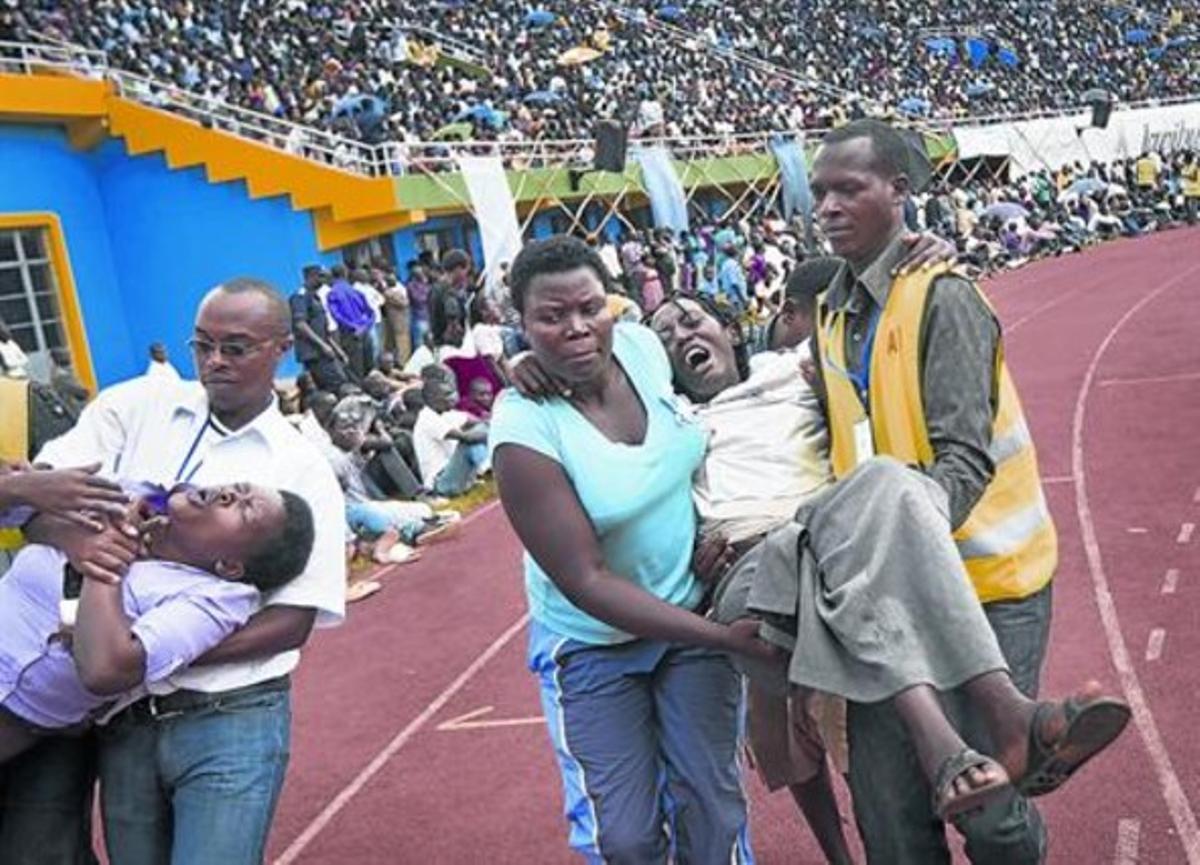 Escenas de dolor y tensión en el estado Amahoro de Kigali,, ayer.