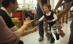 Un exosquelet per a nens amb atròfia muscular