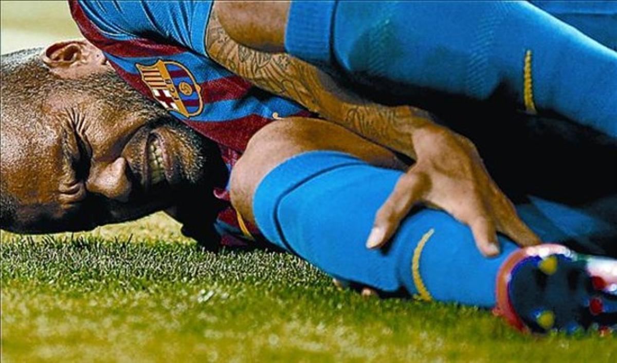 Alves, insultado por el Bernabéu, se duele de la entrada de Pepe.