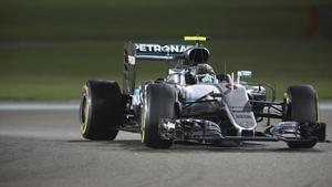 Nico Rosberg, en Abu Dabi, conduce hacia su título mundial.