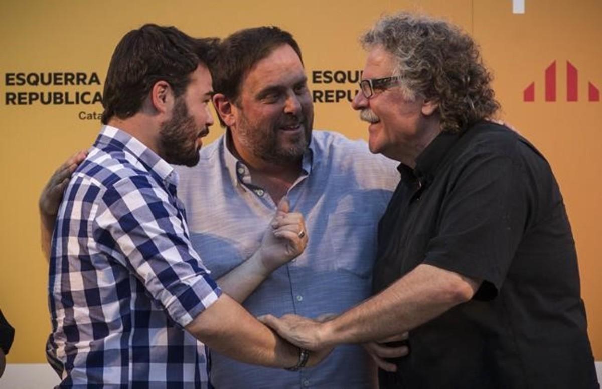 Los diputados de ERC en el Congreso, Joan Tardà y Gabriel Rufián, junto al presidente del partido, Oriol Junqueras.
