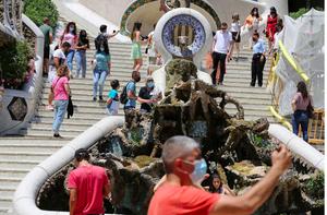 Turistas en el Parc Güell