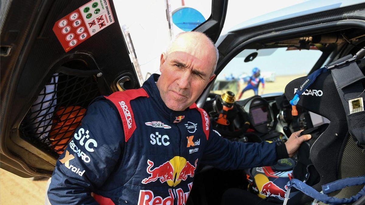 Peterhansel se acerca su 14º Dakar el día de la muerte de Hubert Auriol