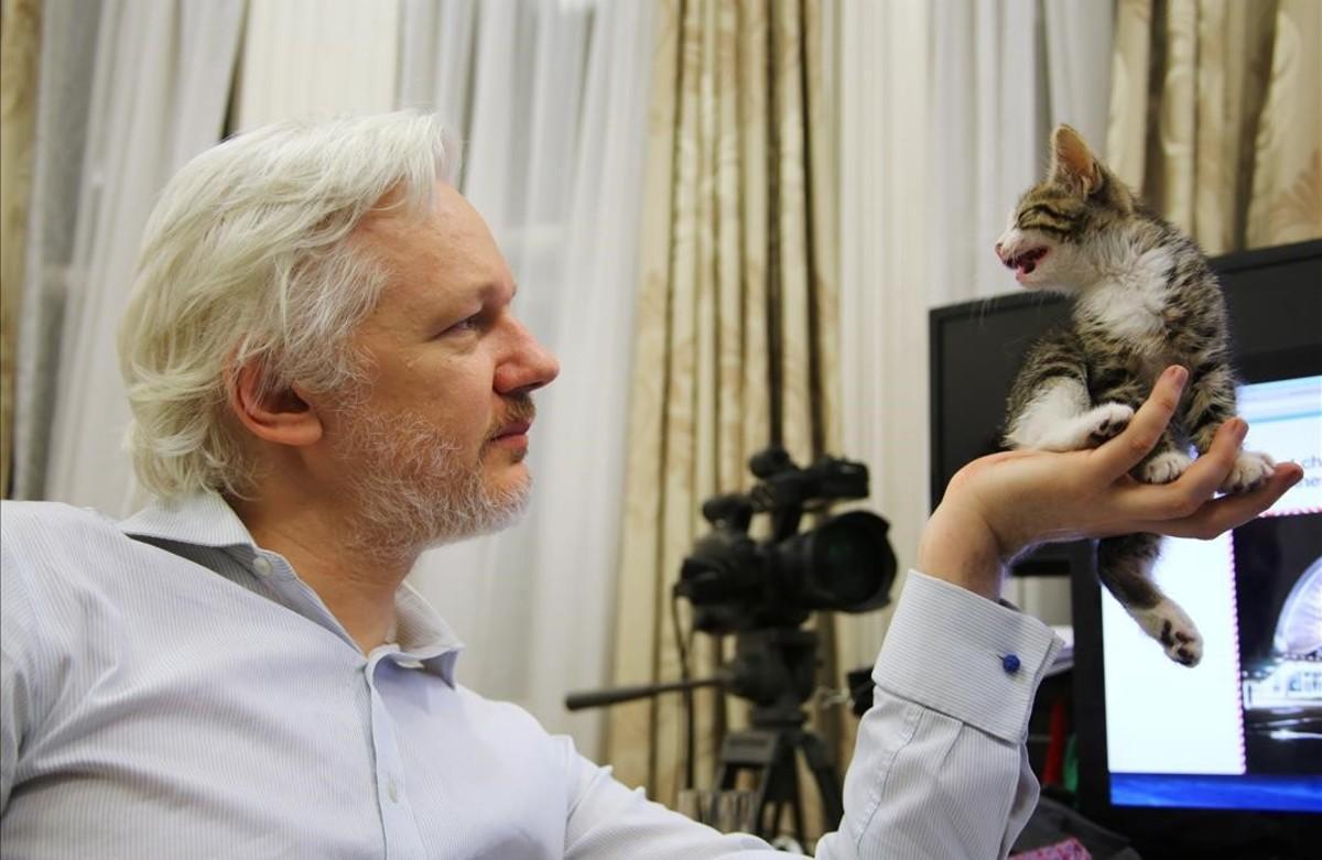 El fundador de WikiLeaks, Julian Assange, en la Embajada ecuatoriana enLondres.