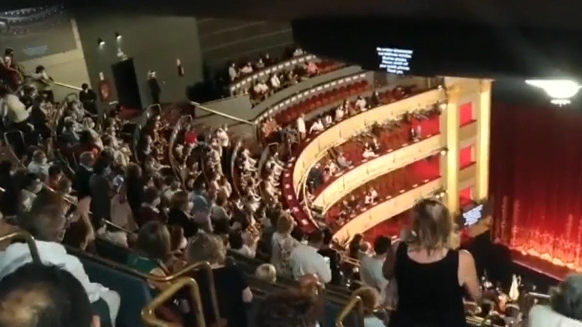 Protestas en el Teatro Real de Madrid por la falta de distancia de seguridad entre butacas.