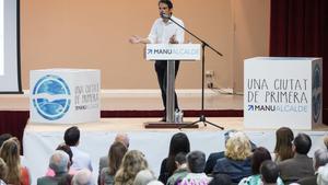 Manu Reyes, candidato del PP en Castelldefels, durante un acto en la ciudad