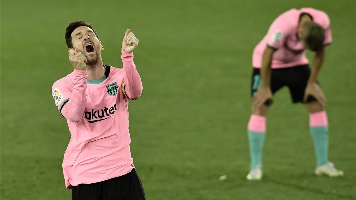 Messi se lamenta tras el gol de Rioja