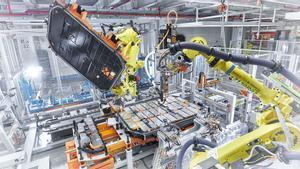 Ensamblaje de baterías en la planta de Audi en Bruselas.