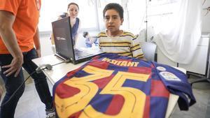 Max Adriano Rivera ha visitado desde su habitación de Sant Pau el Museu del Barça