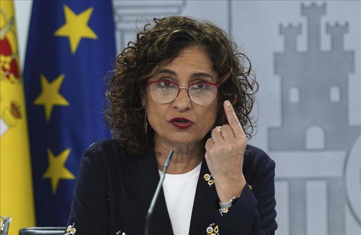 La ministra portavoz y de Hacienda Maria Jesús Montero durante la rueda de prensa que ofrecióeste mediodía tras la reunión extraordinaria del Consejo de Ministros.