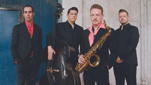 El saxofonista Dani Nel·lo con los Mambo Jambo, con quienes publica un disco.