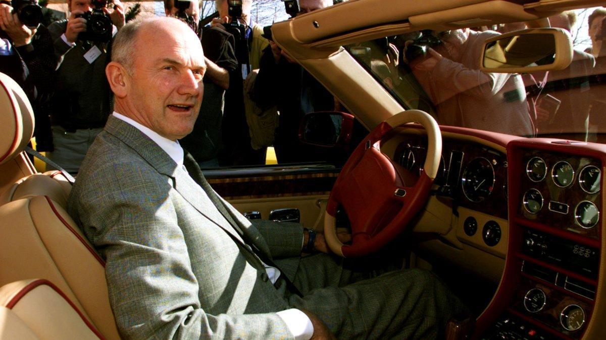 Ferdinand Piech, el alma mater del grupo Volkswagen, en un Bentley Azure.