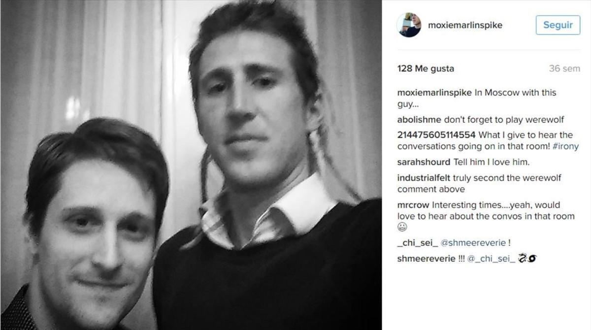 Edward Snowden yMoxie Marlinspike, en un 'selfie' que se hicieron ambos durante un encuentro en Moscú.