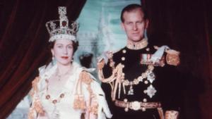 Isabel II y Felipe de Edimburgo, durante la coronación de la primera como reina de Inglaterra, en 1953.