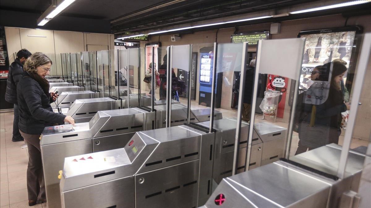 Usuarios de Metro en una imagen de archivo.